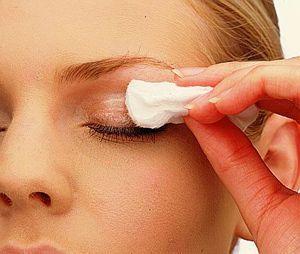 Как восстановить кожу вокруг глаз с помощью косметических средств