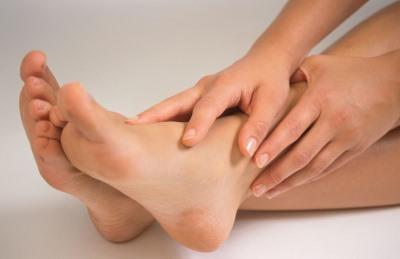 Как лечить мозоли на ногах от обуви  рекомендации и советы