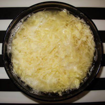 Мелко натертый картофель